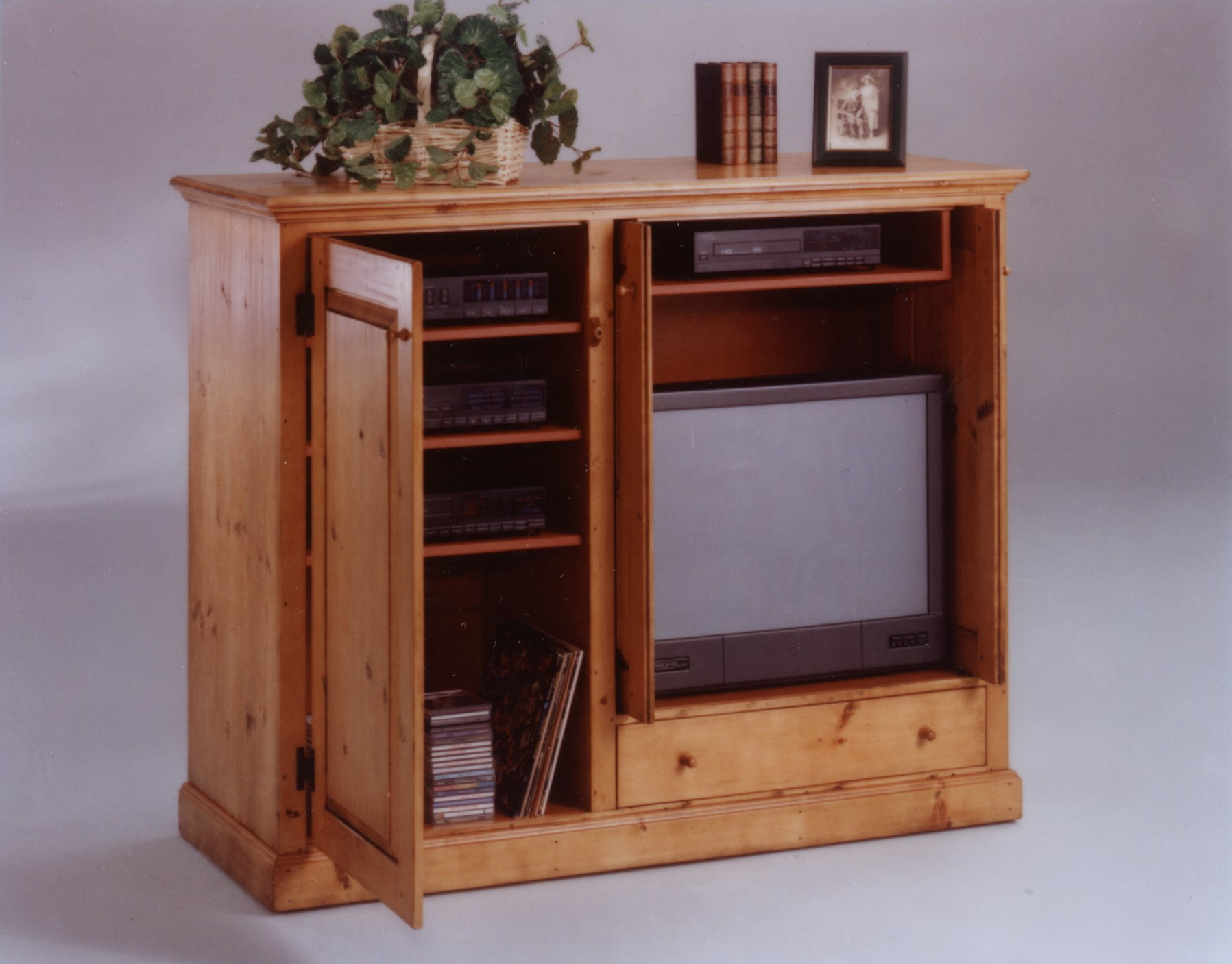 Small wood projects wooden entertainment center plans Wood entertainment center